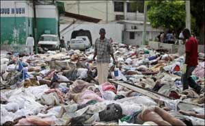 Cadavres entassés après le seisme en Haiti
