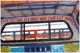 L'intérieur des taxis haitiens décorés de sentences colorées