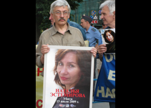 Human rights defender Oleg Orlov (left) at memorial for his colleague Natalia Estermirova, Moscow, Russia, July 2010. Natalia Estemirova, working for the human rights organization Memorial, was murdered on 15 July 2009. One year later, her colleagues and friends gathered in Moscow to commemorate her and to demand a full investigation into her death. © Tomasz Kizny