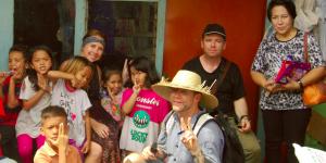 La présence d'enfants est un ingrédient incontournable à la visite d'un bidonville.