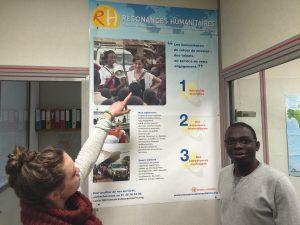 dans les locaux de résonances humanitaires
