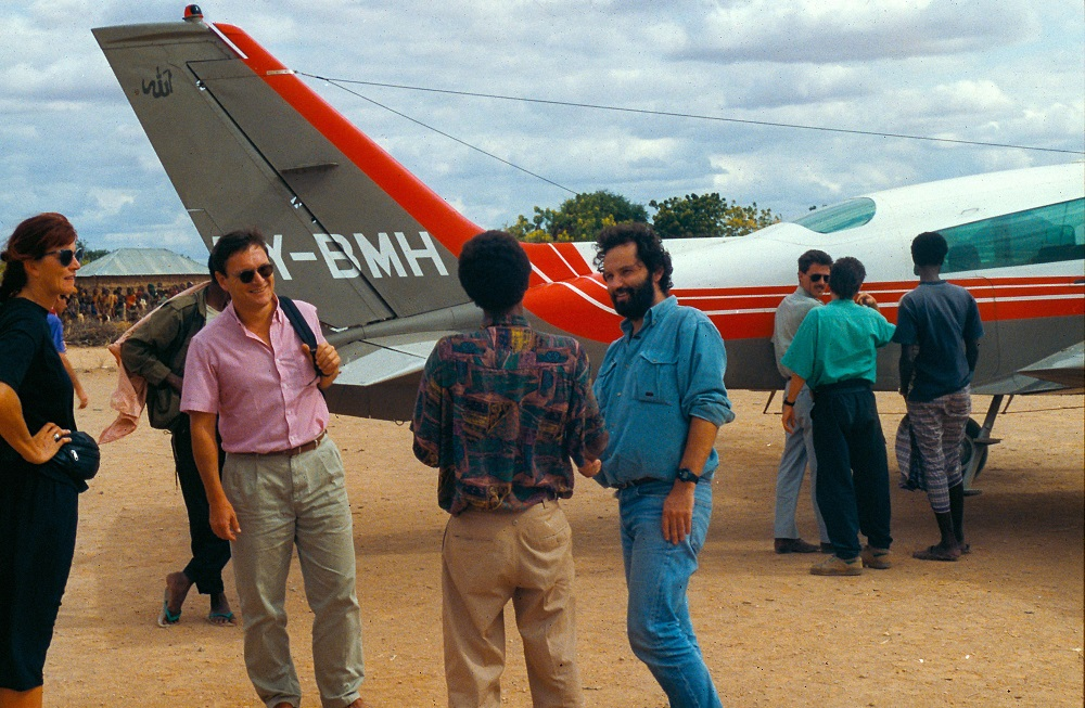 Rony Brauman chargement d'un avion